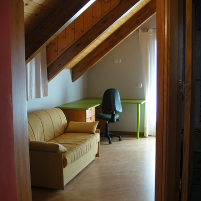 Brisa de Jaca - habitación con zona de trabajo