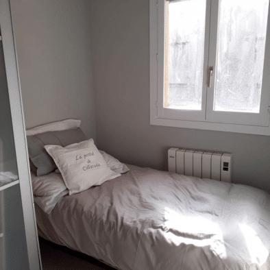 La Postal de Collarada - habitación cama de 90