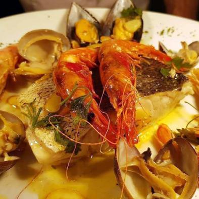 Lomos de merluza con marisco - Restaurante Sarao